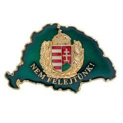 Nem Felejtünk transzparens zöld lombos címerrel